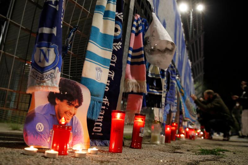 Δάκρυσε ο πλανήτης για τον θάνατο του Μαραντόνα -Συγκλονιστικές εικόνες από  Αργεντινή και Νάπολι | ΚΟΣΜΟΣ | iefimerida.gr