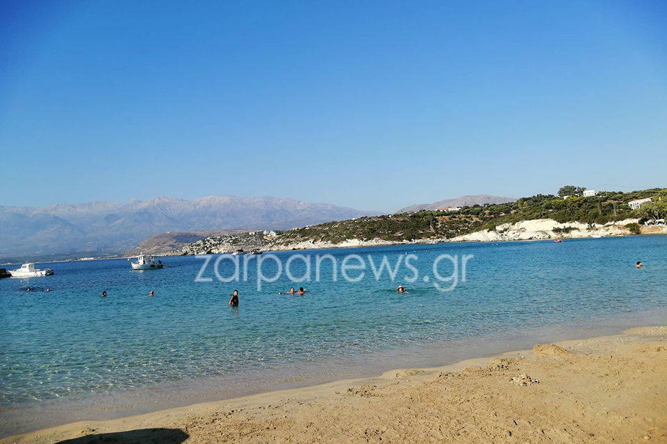 Την παραλία Μαράθι επισκέφθηκαν ο Κυριάκος Μητσοτάκης και η σύζυγός του