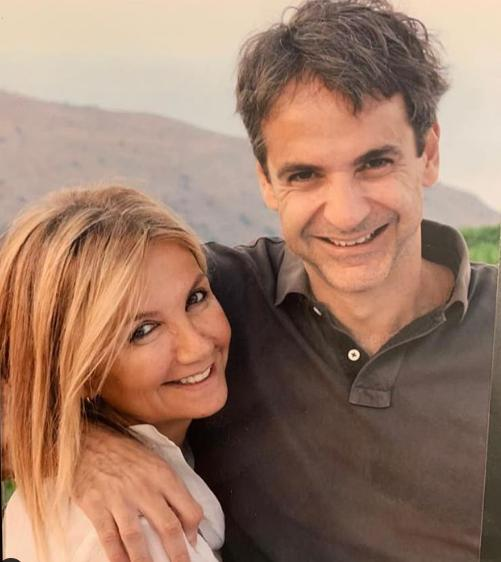 Ο Κυριάκος Μητσοτάκης γνώρισε την σύζυγό του μέσω κοινών φίλων το 1995 στο Πανεπιστήμιο του Χάρβαρντ