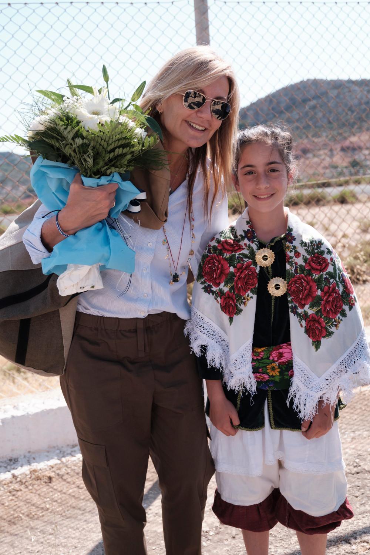Η Μαρέβα Μητσοτάκη με την μικρή Δέσποινα, δισέγγονη της κυράς της Ρω στο Καστελόριζο
