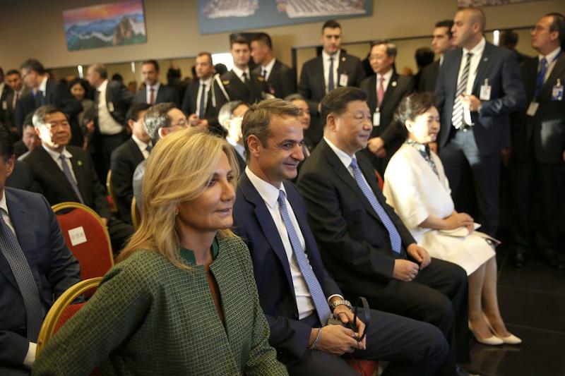 Η Μαρέβα Μητσοτάκη και ο Κυριάκος Μητσοτάκης με το προεδρικό ζεύγος της Κίνας