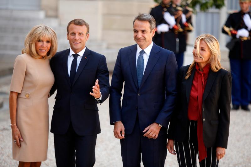 Η Μαρέβα Μητσοτάκη στο πλευρό του συζύγου της, στο Παρίσι / Φωτογραφία: AP