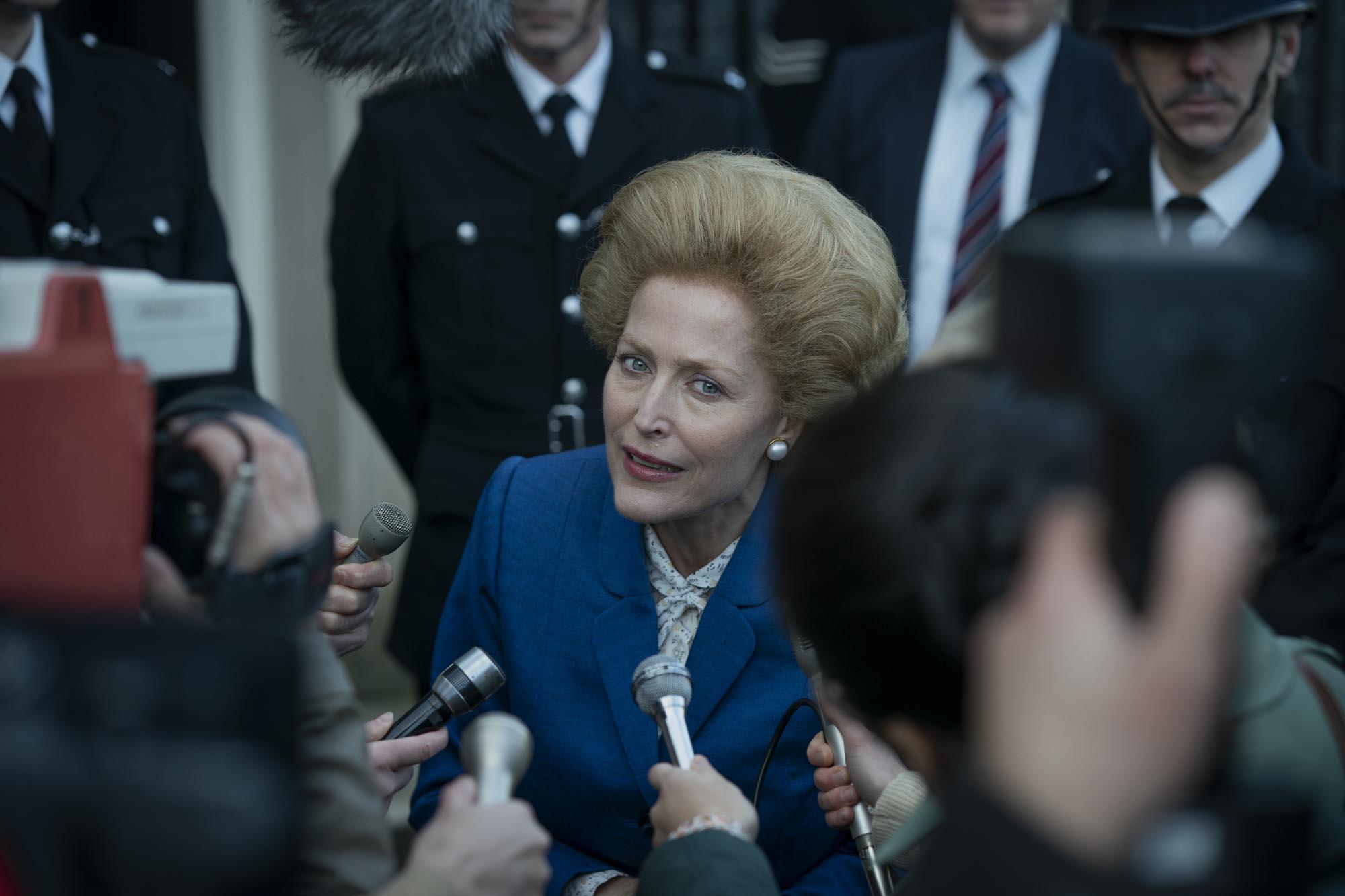 Η Τζίλιαν Άντερσον στον ρόλο της Μάργκαρετ Θάτσερ στο The Crown