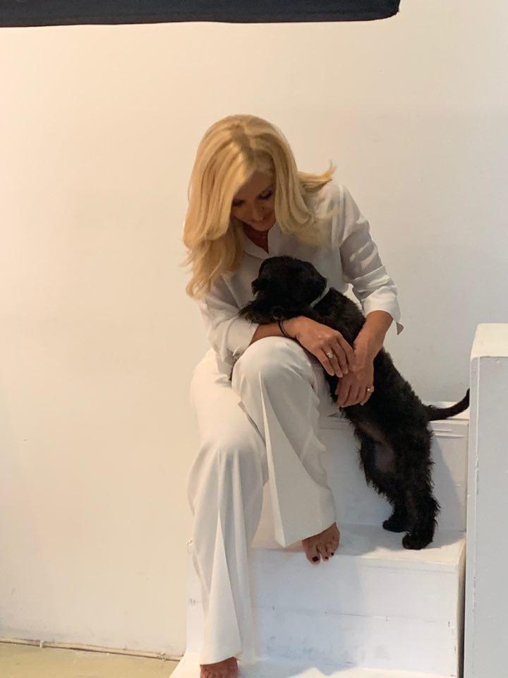 Η Μαρία Μπεκατώρου και η σκυλίτσα της