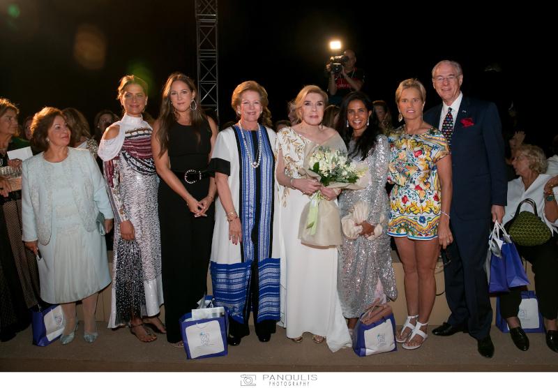 Η Μαριάννα Βαρδινογιάννη με μέλη της πρώην βασιλικής οικογένειας της Ελλάδας, μεταξύ των οποίων η Τατιάνα Γλίξμπουργκ και η Άννα Μαρία