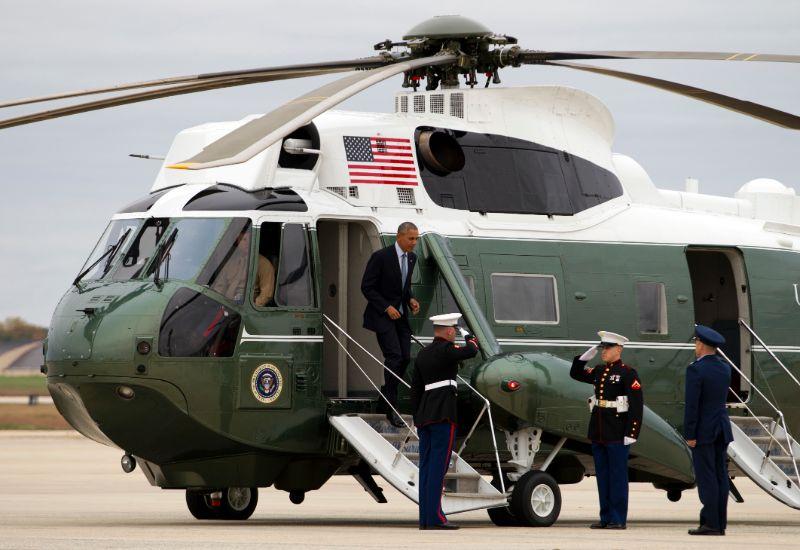Ο τέως πρόεδρος των ΗΠΑ Μπαράκ Ομπάμα αποβιβάζεται από το Marine One