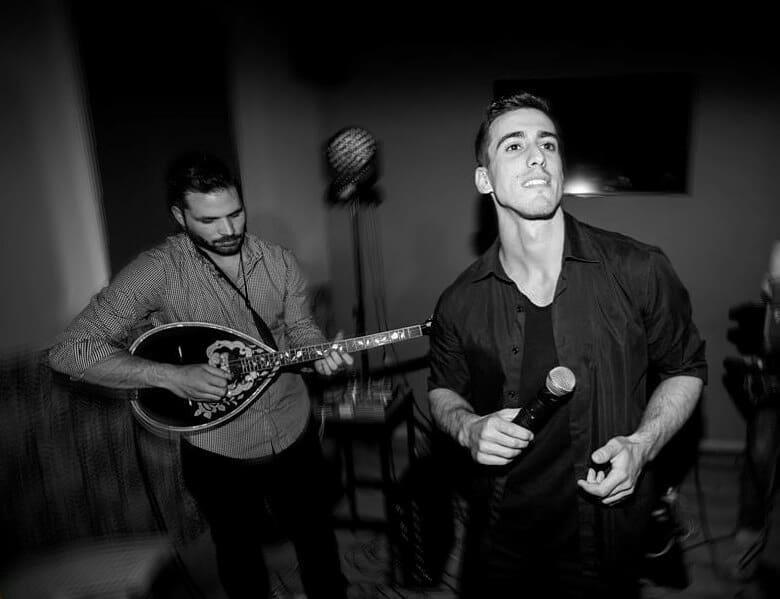 Φωτογραφία του Μάριου Δαρβίρα σε κάποια μουσική σκηνή