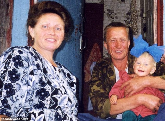 Η Μαρίκα και οι γονείς της συνέχισαν να ζουν στην περιοχή που επλήγη από τη ραδιενέργεια μετά το ατύχημα του Τσέρνομπιλ