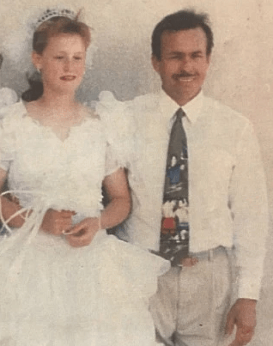 Ο παιδεραστής πατριός «παντρεύτηκε» τη θετή του κόρη όταν εκείνη ήταν 11 ετών.
