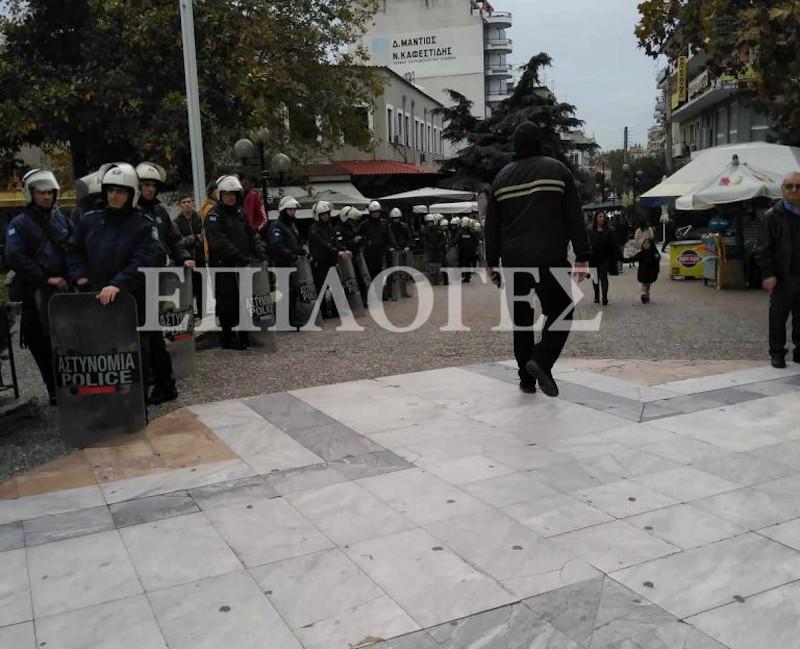 Ισχυρές δυνάμεις των ΜΑΤ σε πλατεία των Σερρών