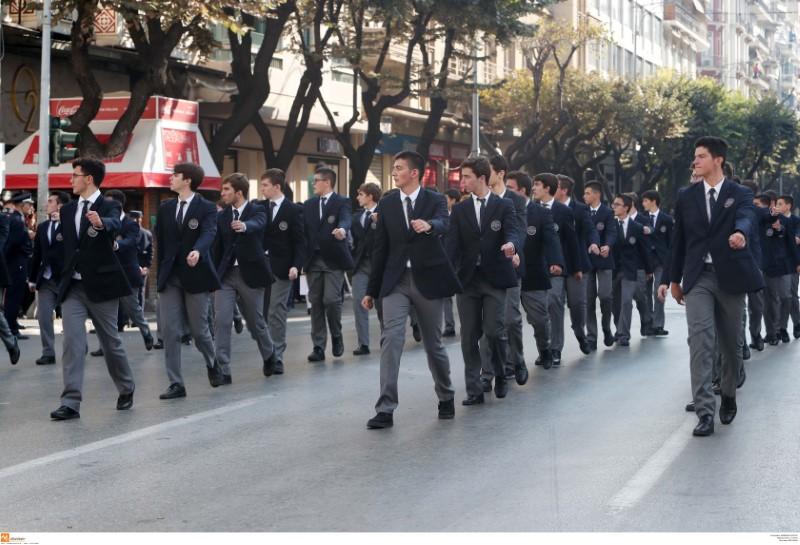 Μαθητές στην παρέλαση