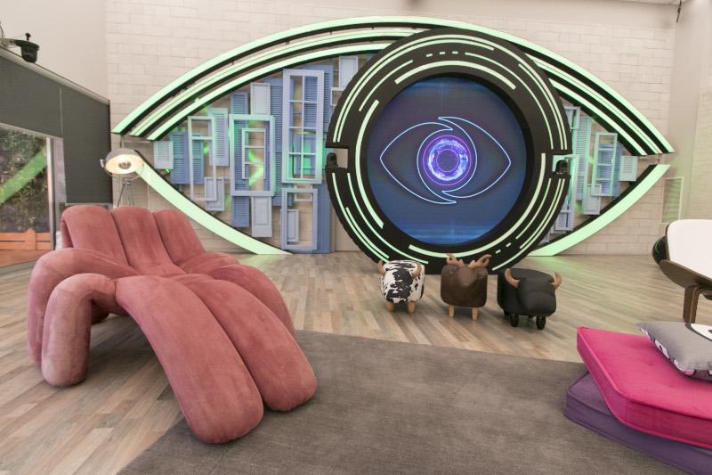 Μοντέρνα έπιπλα κυριαρχούν στο σπίτι του Big Brother.
