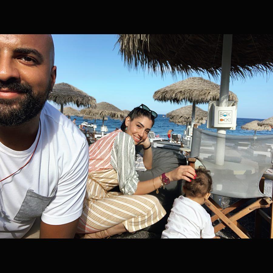 Ησαΐας Ματιάμπα στην παραλία με την σύζυγό του Βασιλική Καλανιώτη