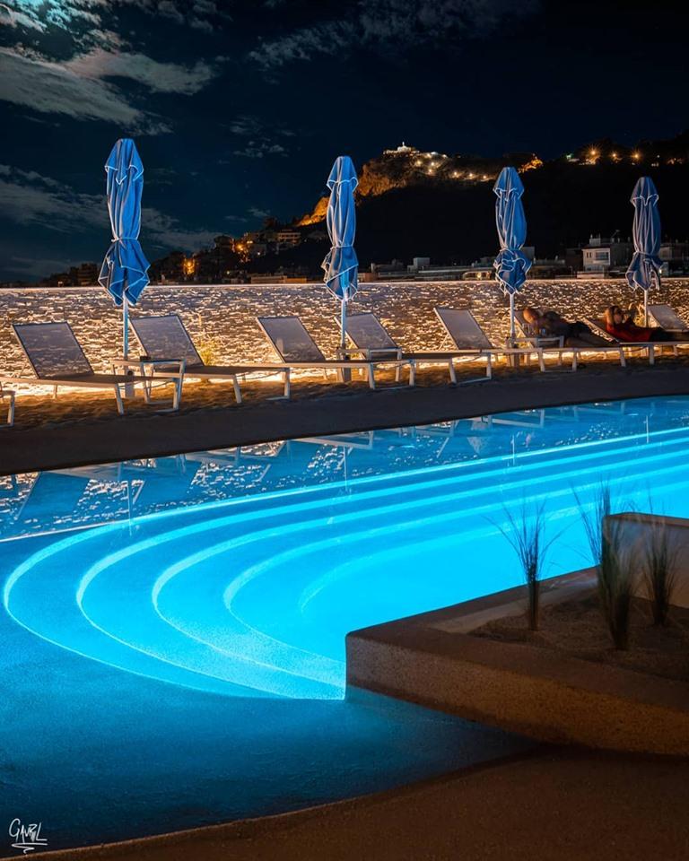 Στιγμές δροσιάς και χαλάρωσης με θέα τον Λυκαβηττό στην ταράτσα του ξενοδοχείου «Αλέξανδρος»