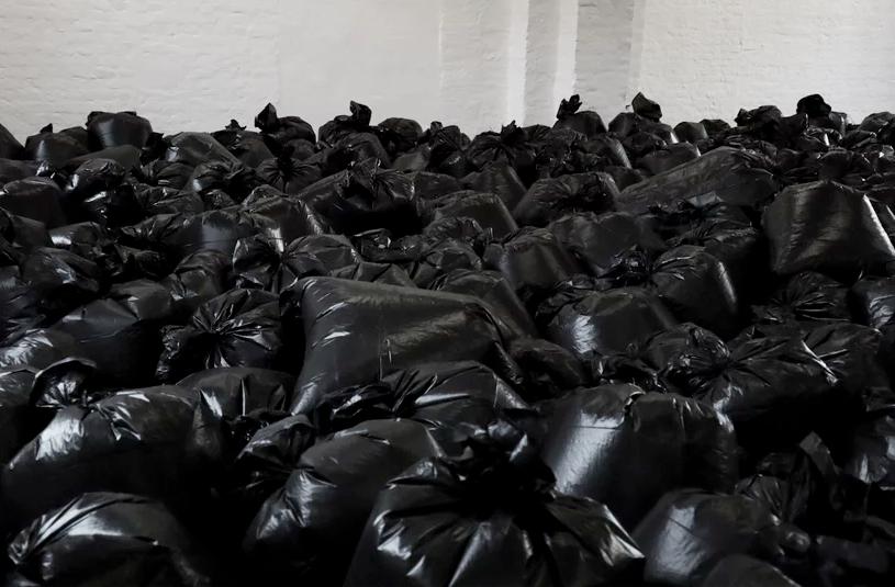 μαύρες σακούλες σκουπιδιών