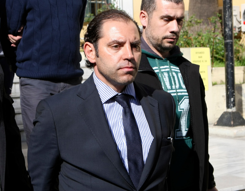 Ο Παναγιώτης Μαυρίκος στα δικαστήρια μετά την σύλληψή του για συμμετοχή σε κύκλωμα εκβίασης