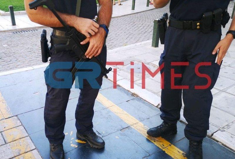 Μαύροι Πάνθηρες της αστυνομίας με όπλα