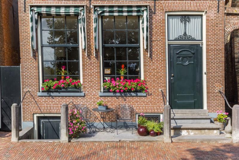 Μεγάλα παράθυρα χωρίς παράθυρα στην πόλη Blokzijl της Ολλανδίας