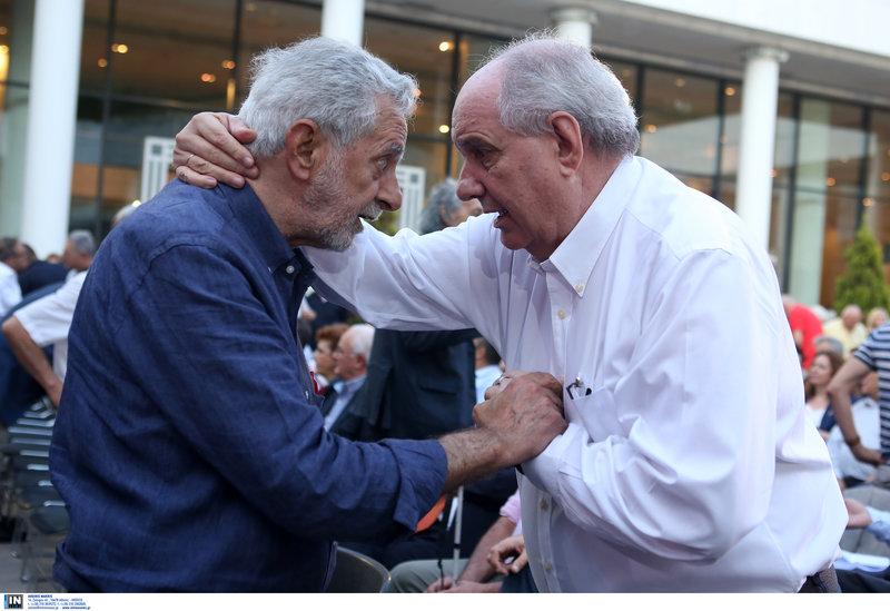 Τέρενς Κουίκ και Θοδωρής Δρίτσας αγκαλιάζονται με αγωνία