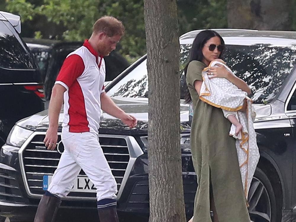 Χάρι Μέγκαν και μωρό Άρτσι σε αγώνα πόλο