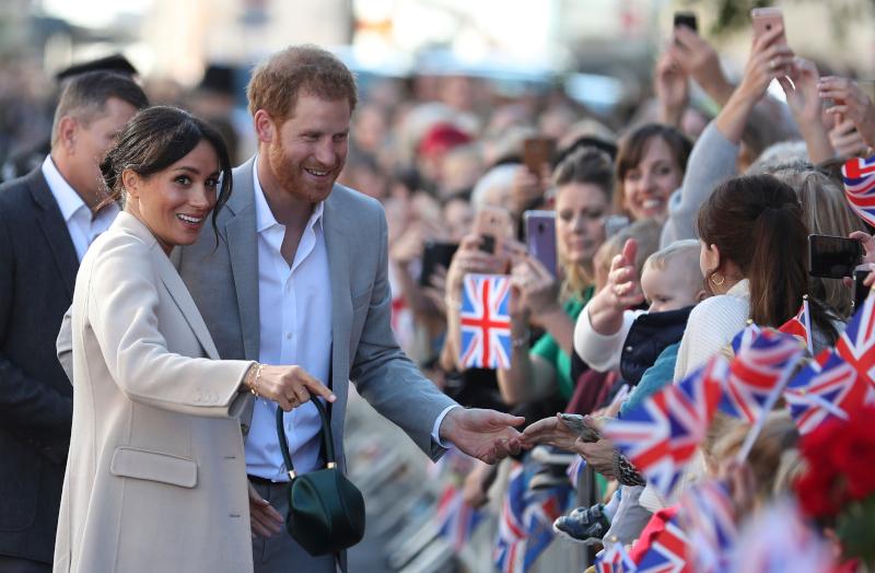 Στην περσινή τους επίσκεψη στο Σάσεξ, η Μέγκαν Μαρκλ και ο πρίγκιπας Χάρι έγιναν δεκτοί με ενθουσιασμό από πλήθος κόσμου
