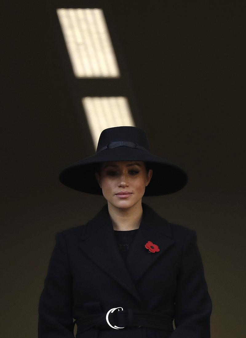 Η Μέγκαν Μαρκλ με μαύρο καπέλο