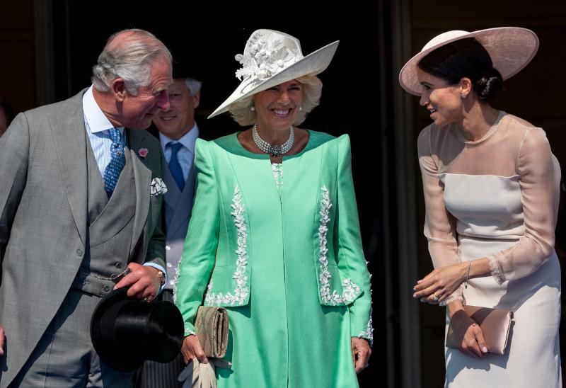 Η Μέγκαν Μαρκλ γελά με τον πρίγκιπα Κάρολο και την Καμίλα