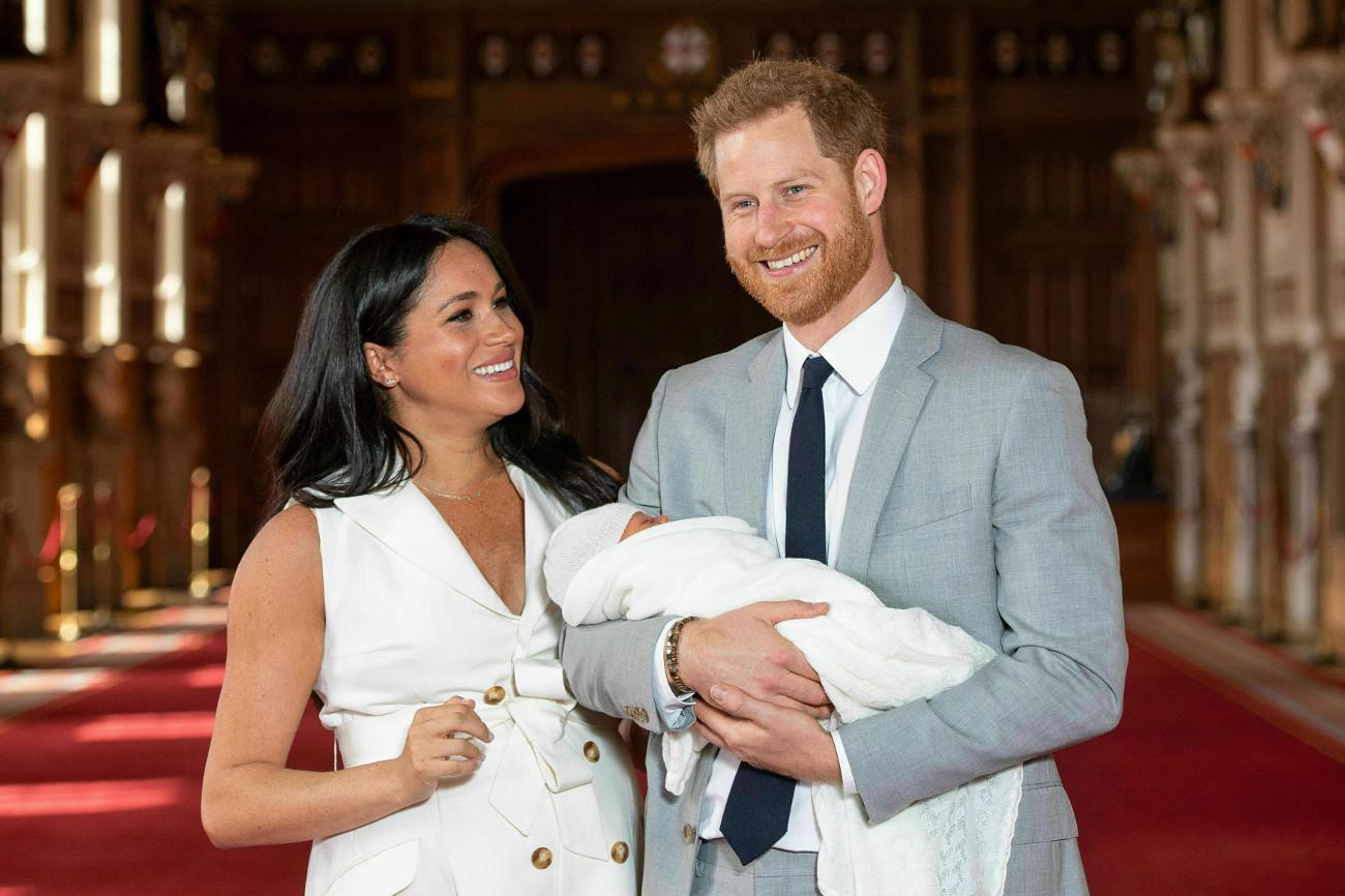 Μέγκαν Μακρλ πρίγκιπας Χάρι με τον μικρό Άρτσι στην αγκαλιά