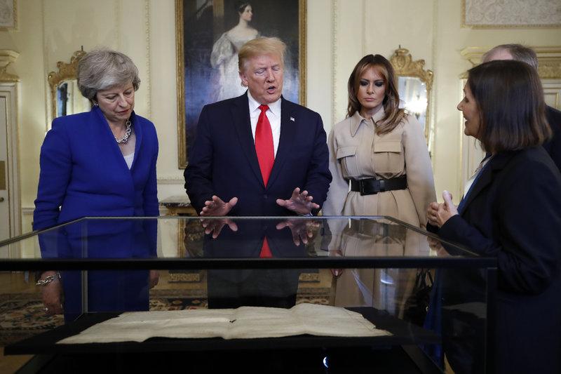 Ντόναλντ Τραμπ Τερέζα Μέι Μελάνια Τραμπ στην πρωθυπουργική κατοικία της Μεγάλης Βρετανίας