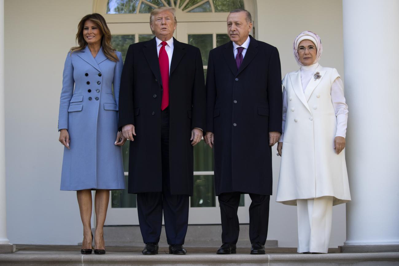Μελάνια Τραμπ και Εμινέ Ερντογάν στο πλευρό των συζύγων τους