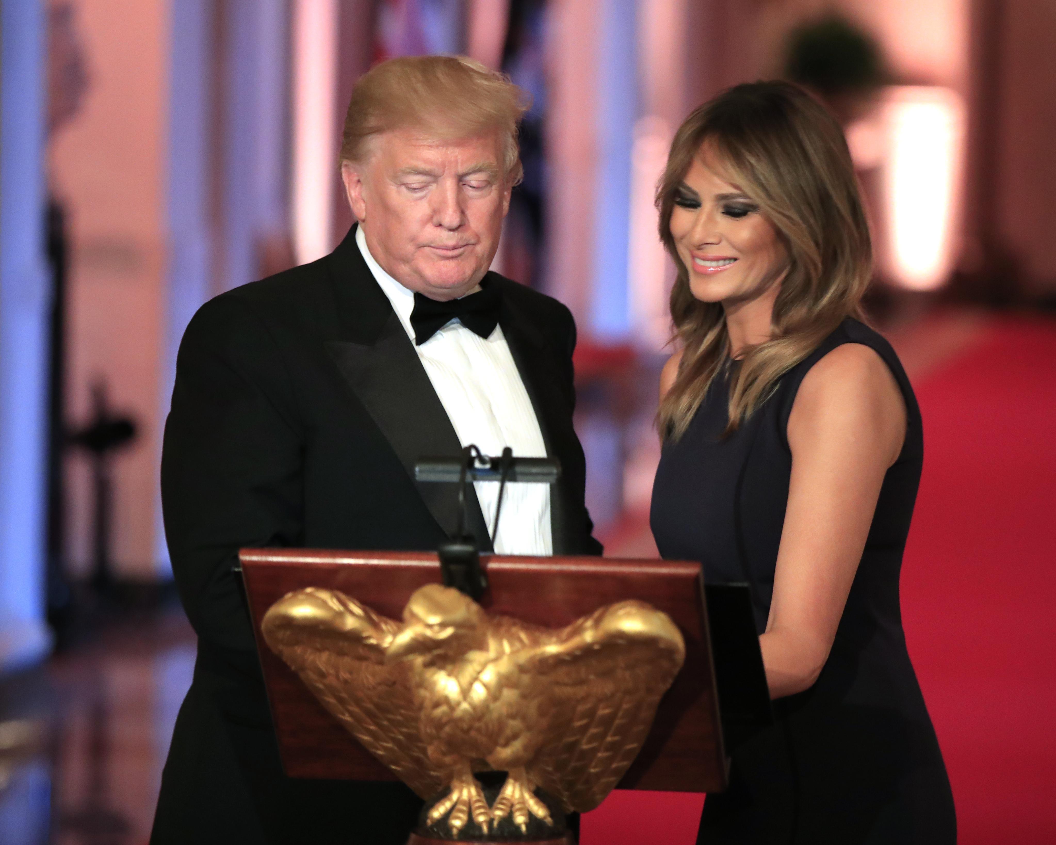 Η Μελάνια Τραμπ συνόδευσε τον σύζυγό της Ντόναλντ και έκλεψε την παράσταση