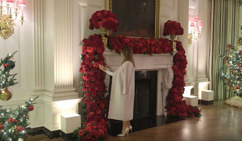 Μελάνια Τραμπ κόκκινα τριαντάφυλλα τζάκι