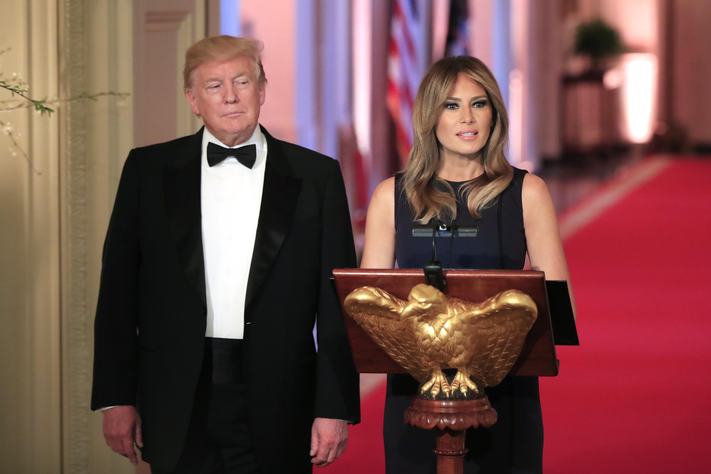 Εντυπωσίασε η Μελάνια Τραμπ φορώντας μια μαύρη τουαλέτα