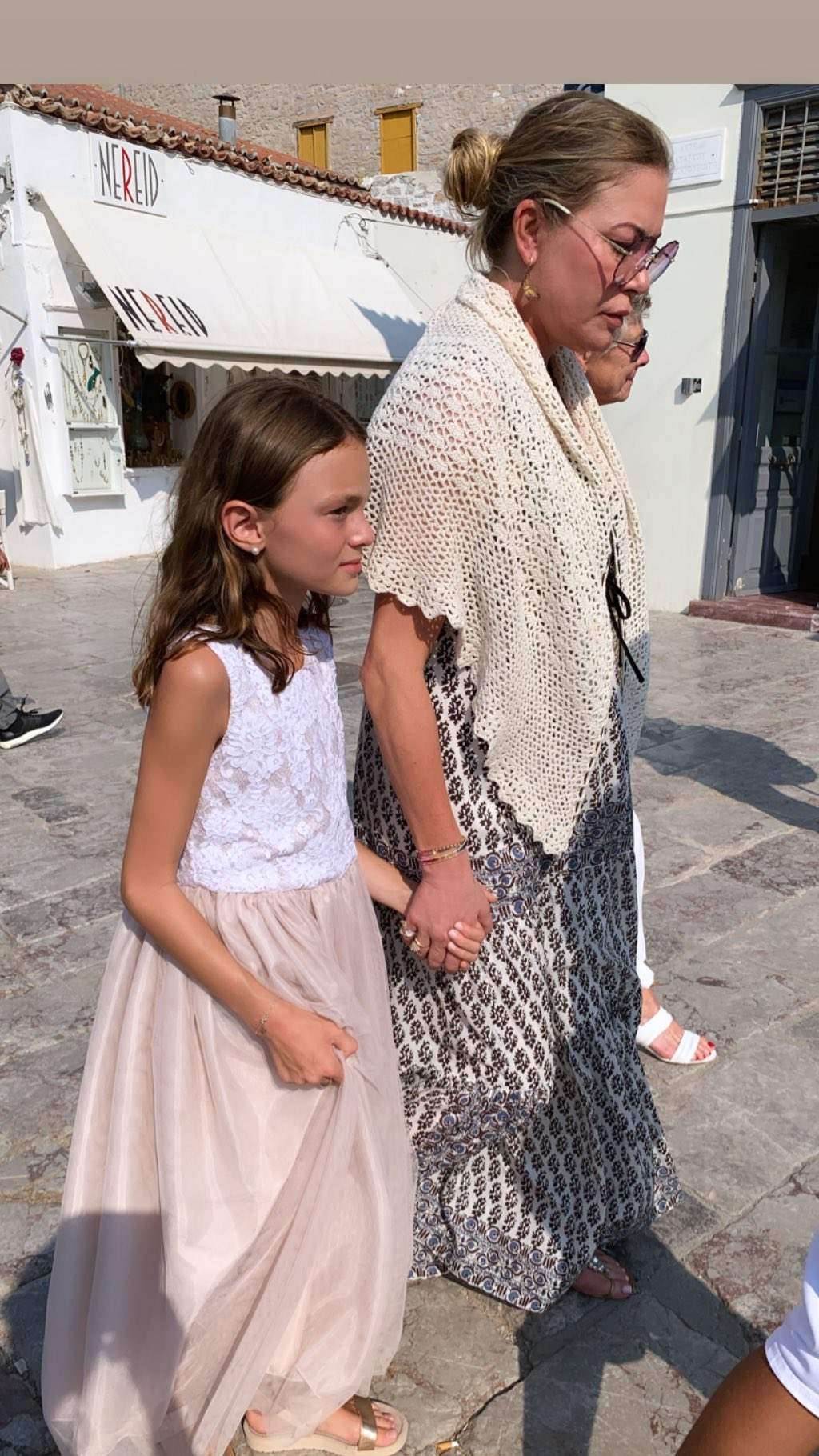 Η Μελίνα Πασχαλίδου με την Μελίσσα Βαρδινογιάννη στη βάπτιση