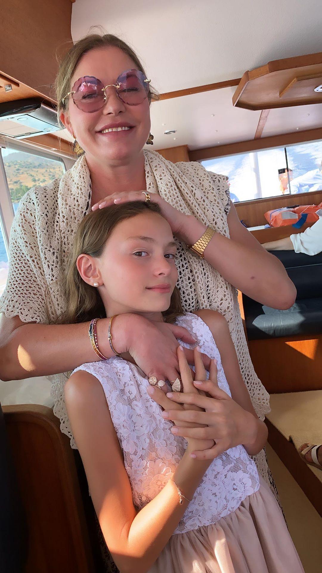 Νονά και βαφτιστήρα, Μελίσσα Βαρδινογιάννη Μελίνα Πασχαλίδου