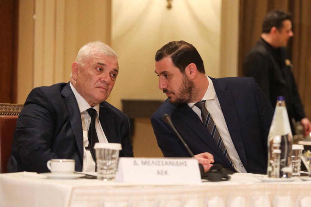 Ο Δημήτρης Μελισσανίδης συνομιλεί με τον Λυσάνδρου