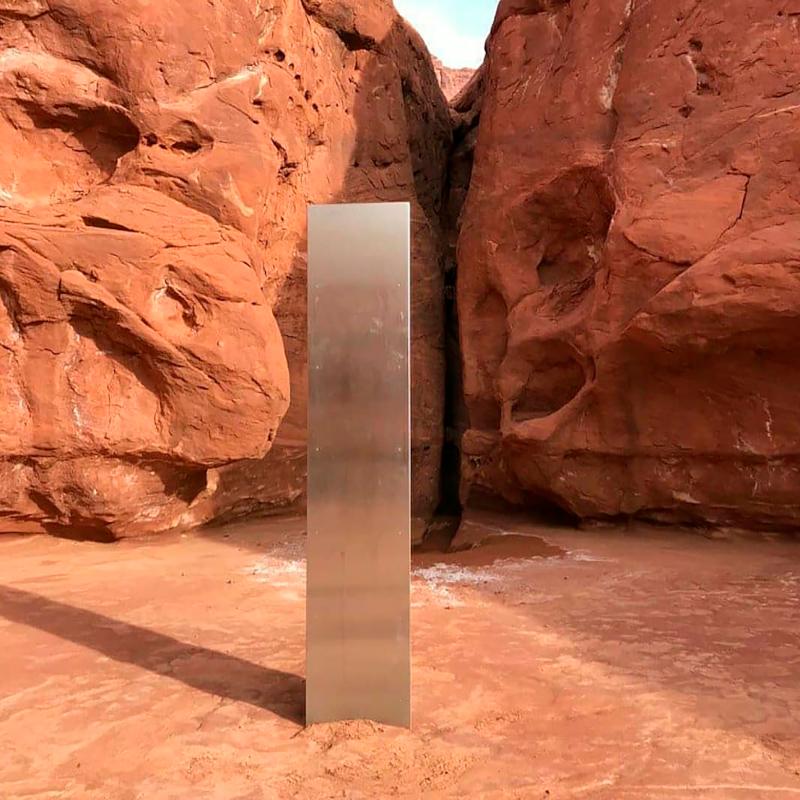 Ο μυστηριώδης μεταλλικός μονόλιθος στη μέση της ερήμου της Γιούτα
