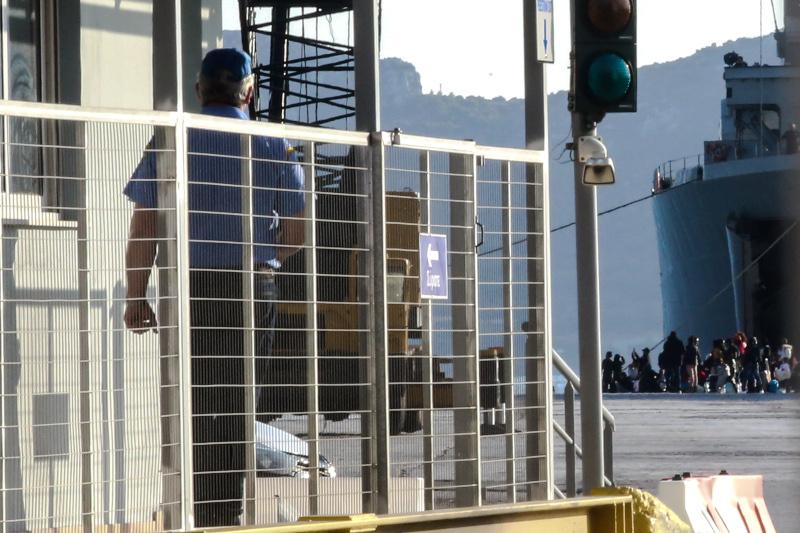 Η μετακίνηση των αιτούντων άσυλο από τη Λέσβο προς την Ελευσίνα ολοκληρώθηκε το απόγευμα του Σαββάτου / Φωτογραφία: EUROKINISSI