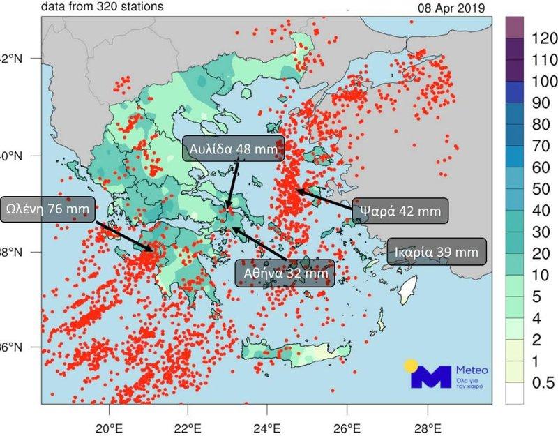Χάρτης στον οποίο απεικονίζονται με κόκκινες κουκίδες όλοι οι κεραυνοί που έπεσαν στην Ελλάδα, κατά τη διάρκεια των σφοδρών βροχοπτώσεων της Δευτέρας, 8ης Απριλίου.
