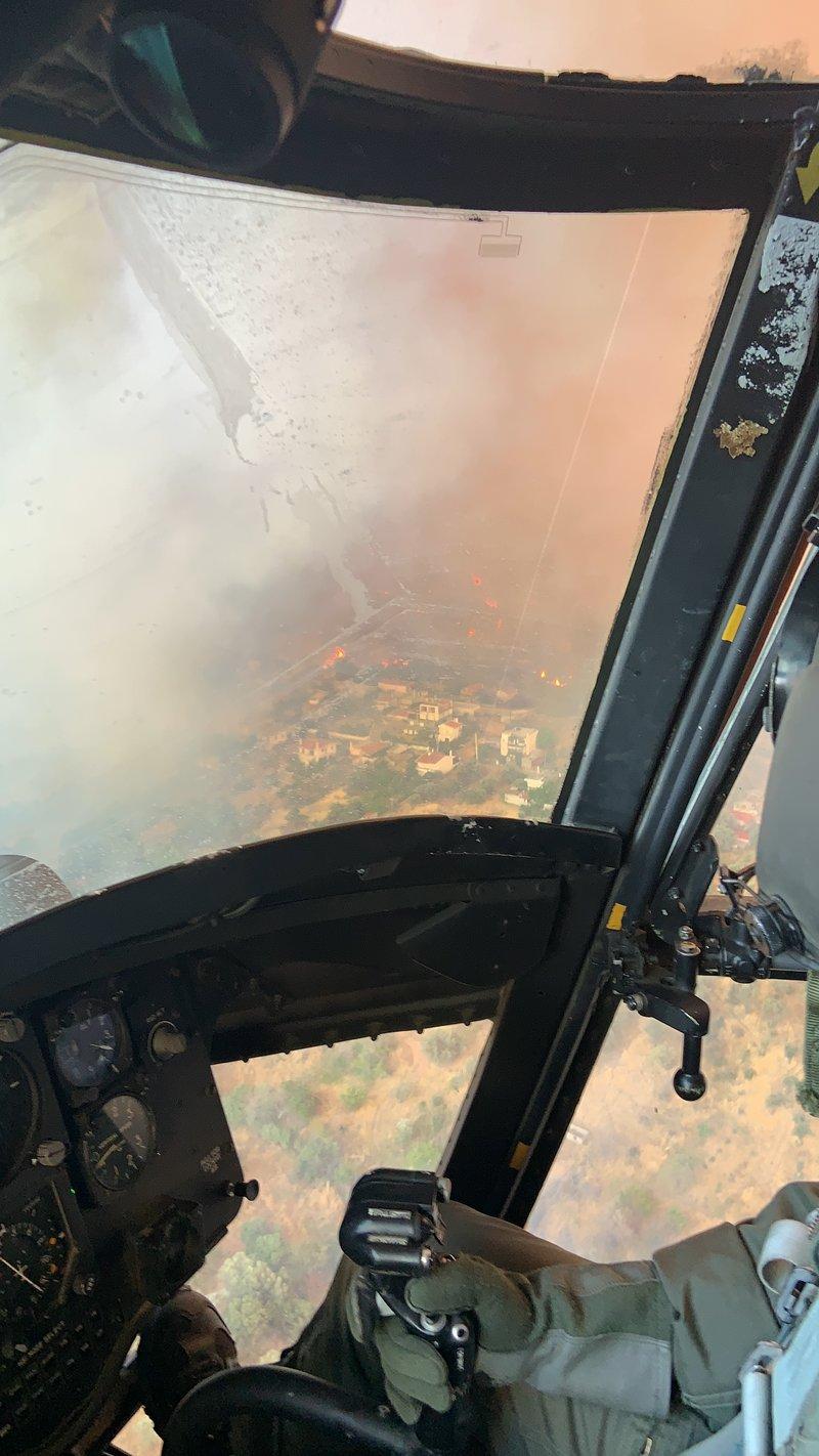 Συγκλονιστικές εικόνες της φωτιάς μέσα από τα Σινούκ του Στρατού