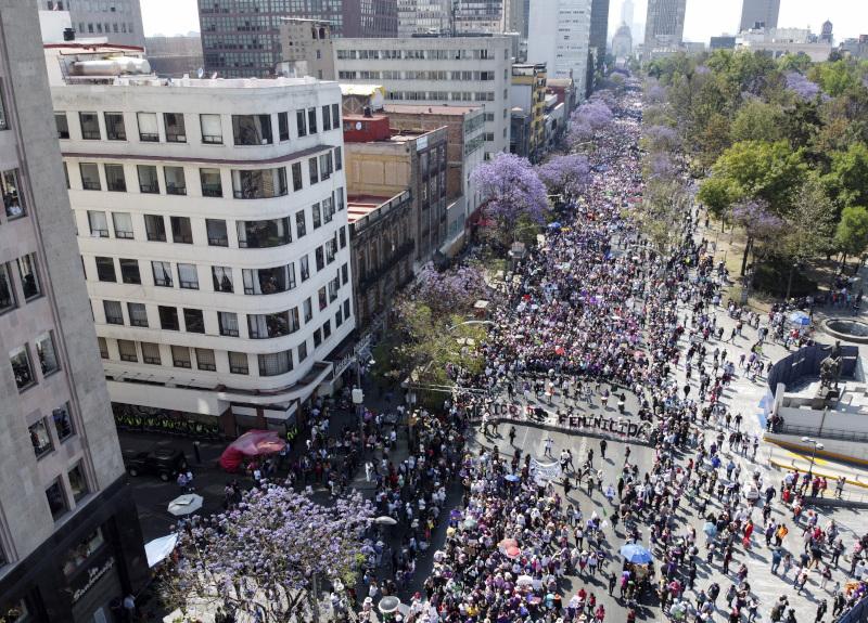 Πλήθος κόσμου στο κέντρο του Μεξικό για την Παγκόσμια Ημέρα της Γυναίκας