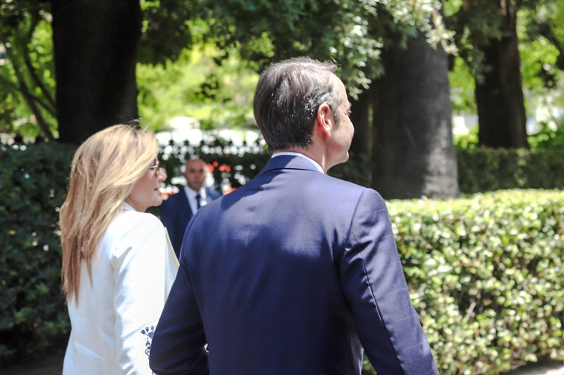 Ο Κυριάκος Μητσοτάκης και η σύζυγός του εισέρχονται στο Προεδρικό Μέγαριο / Φωτογραφία: Eurokinissi