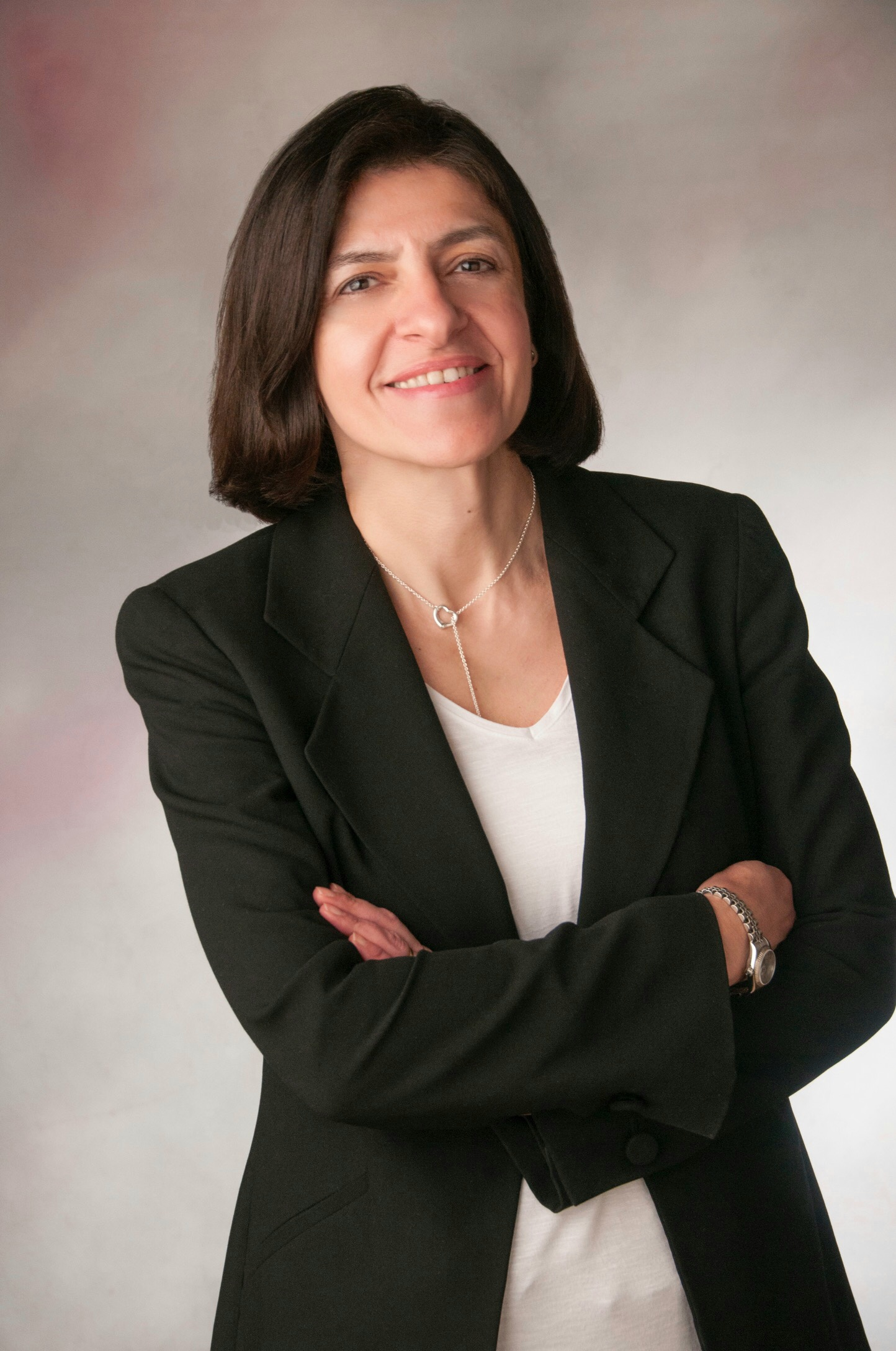 Η γυναικολόγος Μίνα Σαββίδου με σταυρωμένα χέρια