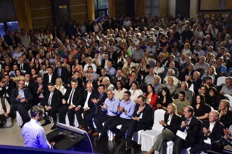 Κατάμεστη η αίθουσα στο Αργος για την ομιλία του Κ. Μητσοτάκη