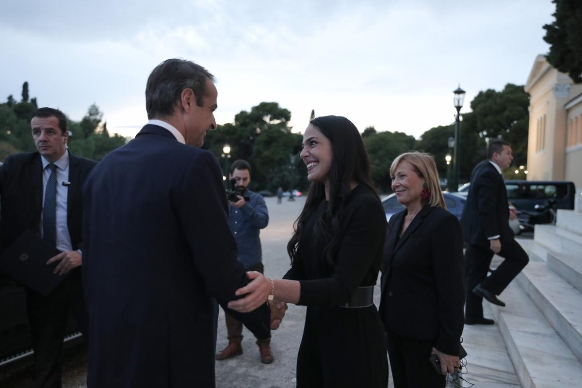 Η Δόμνα Μιχαηλίδου υποδέχεται τον πρωθυπουργό