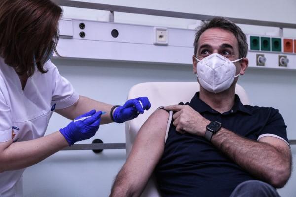 Εμβολιάστηκε στο νοσοκομείο «Αττικόν» ο Κυριάκος Μητσοτάκης