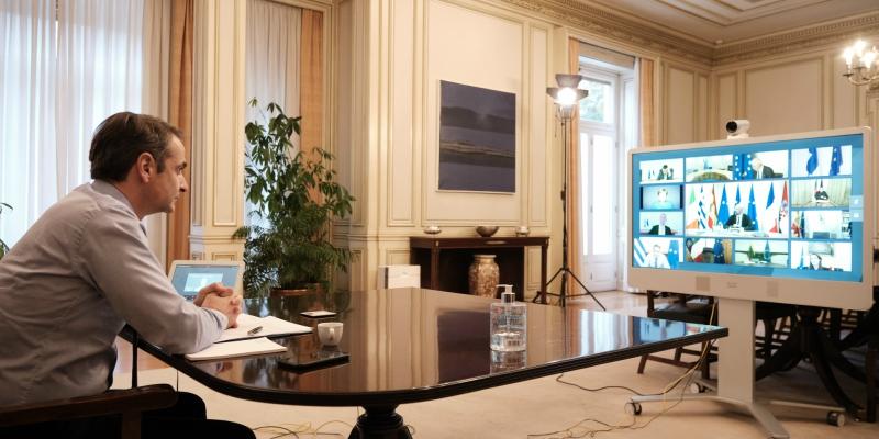 Ο Κυριάκος Μητσοτάκης στην τηλεδιάσκεψη των 27 για τον κορωνοϊό