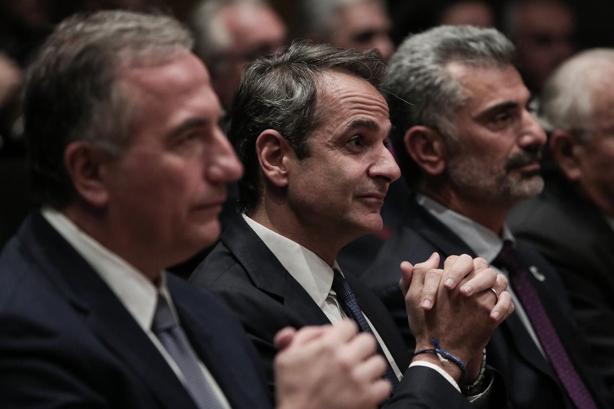 Από αριστερά: Σταύρος Καλαφάτης, Κυριάκος Μητσοτάκης και Κων. Ζέρβας στην εκδήλωση για την Γενοκτονία των Ποντίων -Φωτογραφία: George Vitsaras / SOOC