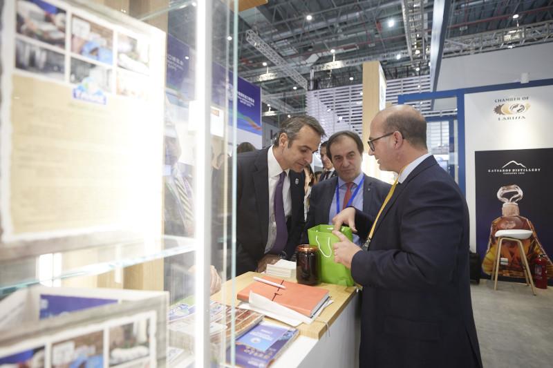 Ο πρωθυπουργός κατά την επίσκεψή του στην China International Import Expo 2019