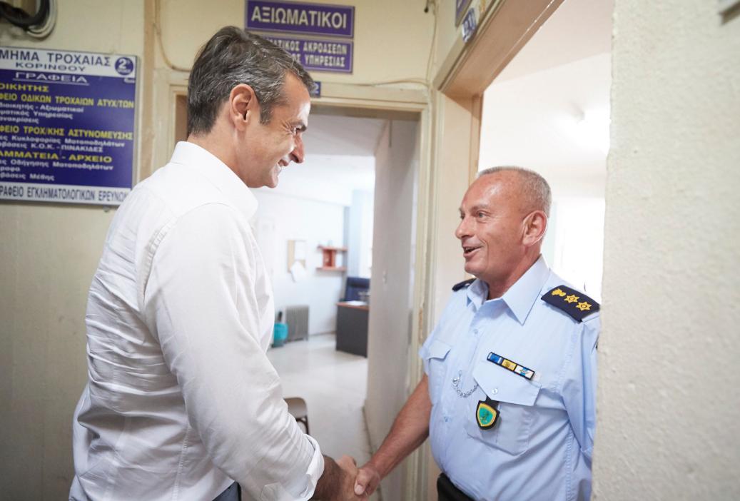 O πρόεδρος της ΝΔ στην αστυνομική διεύθυνση Κορινθίας